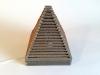 Lampa piramida z tektury - 1.jpg