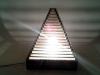 Lampa piramida z tektury - 5.jpg