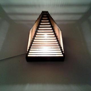 Lampa-piramida-z-tektury-7.jpg